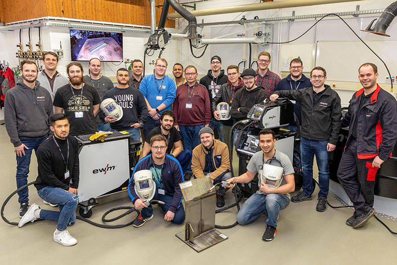 Budding metalworkers from Gießen visit welding technology manufacturer
